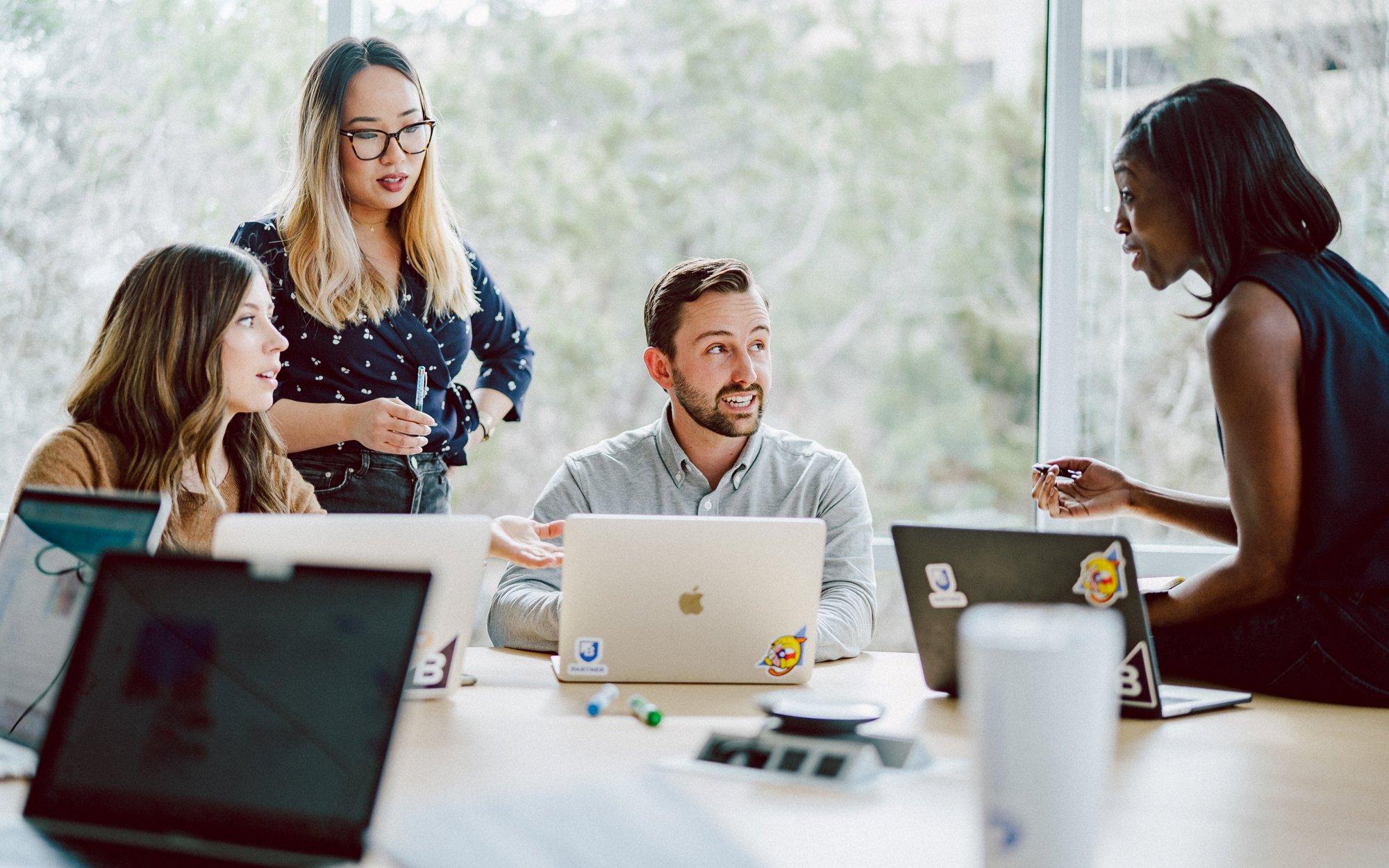 Bigcommerce -No limites el crecimiento de tu empresa implementando la tecologia de comercio electrónico de Bigcommerce y las estrategias de ClandBus