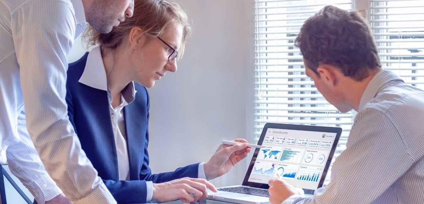 Director general -Crea reportes reutilizables sin costos adicionales y crea una visión vertical para toda tu empresa con ayuda de socios de negocio ClandBus