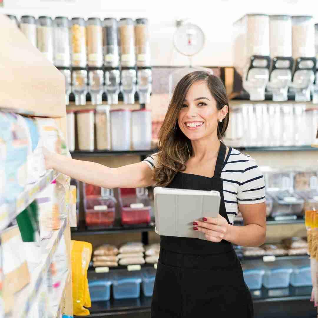 Evite funcionar manualmente para mejorar su visión empresarial integral. Utilice uno de los socios de punto de venta de BigCommerce para sincronizar automáticamente las ventas físicas el inventarios