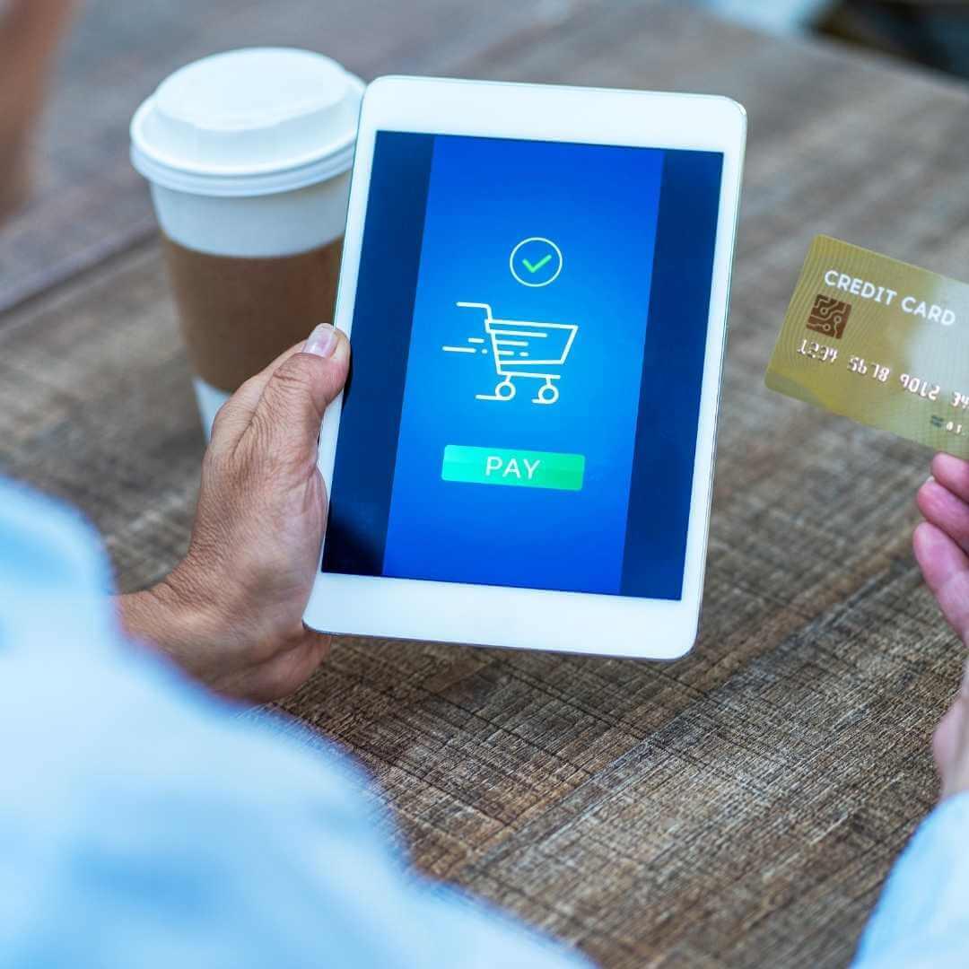 Genera las tasas de procesamientos de tarjetas de crédito negociadas más bajas del comercio electrónico SaaS con las asesoría de ClandBus